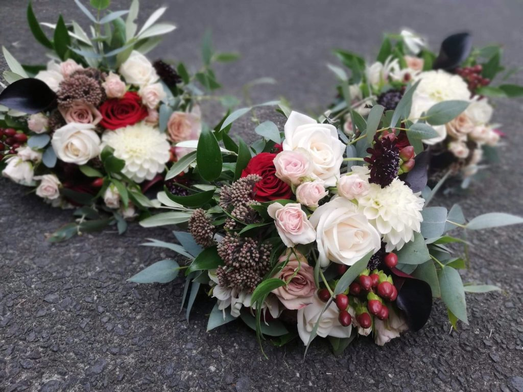 blush and red bouquets