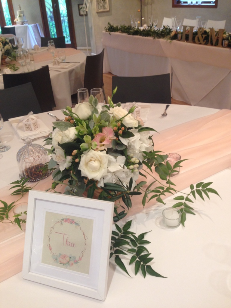Peaches and creams table flowers