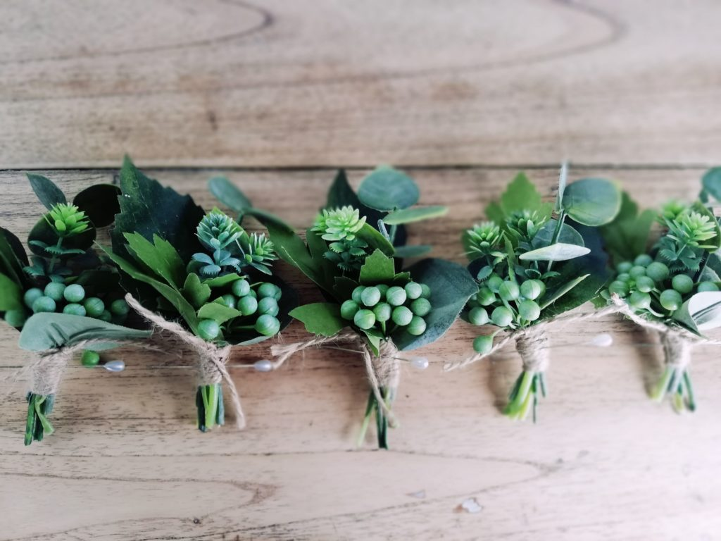 Greenery only silk buttonholes